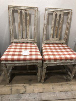 231.) Gustavianska stolar med en framtagen originalfärg   (publ.24/9-19)