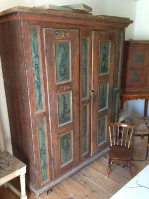 257.)Originalmålat allmogeskåp/originalpainted cupboard from 1784  (publ.23/3 20)