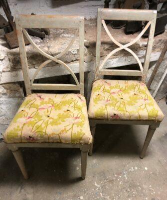 321.) sengustavianska stolar med en framtagen originalfärg.(7/4-21)