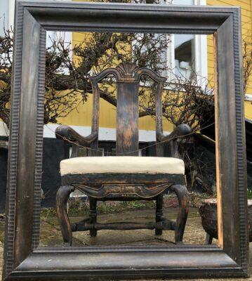 320.) Barockkarmstol  med framtagen svart färg. (7/4-21)